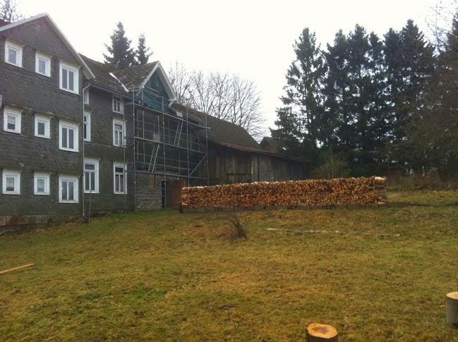 Stapel gekloofd hout