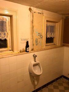 Biertje parkeren, urineren